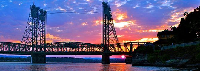 Photo of the I-5 bridge at sunset