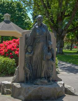 Pioneer Mother in spring 2017 at Esther Short Park.