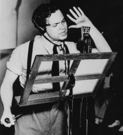 "Orson Welles performng ""The War of the Worlds"" for gullible radio audiences"